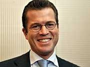 Schon als CSU-Generalsekretär war Karl-Theodor zu Guttenberg eine überraschende Wahl, kaum drei Monate später wird der Franke Wirtschaftsminister.