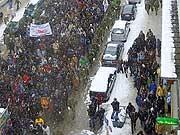 Sicherheitskonferenz in Bildern: Joschka Fischer giftet Donald Rumsfeld an, 66.000 Menschen protestieren auf Münchens Straßen und Angela Merkel geht zu Käfer: Bedeutende und lustige Ereignisse der vergangenen Sicherheitskonferenzen in Bildern.