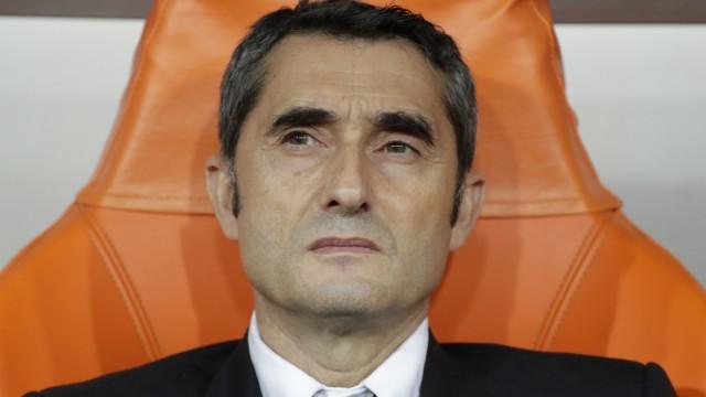 International football FC Barcelona separates from coach Valverde