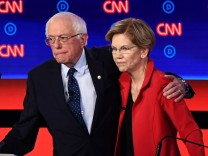 Record large US Democratic presidential field starts to shrink