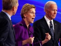 Democratic 2020 U.S. presidential candidate Senator Elizabeth Warren speaks during the seventh Democratic 2020 presidential debate at Drake University in Des Moines, Iowa, U.S.