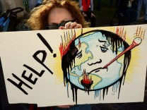 Demonstration on eve of UN Climate Conference
