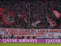 Die Fans protestieren mit einem Banner gegen das Trainingslager in Qatar waehrend dem Fussball Bundesliga Spiel FC Bayer