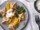 Man Tu afghanische Teigtaschen mit Suesskartoffel Kuerbis Walnussfuellung vegeta