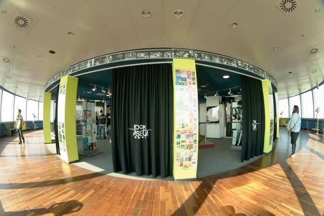 einen Eingang zu den Ausstellungsräumen