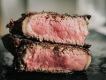 Medium Rare Steak Cut in Half Denton, TX, USA PUBLICATIONxINxGERxSUIxAUTxONLY CR_WIMI191113-231521-01