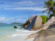 Seychellen: Die Granitfelsen in der Anse Source d'Argent auf La Digue.