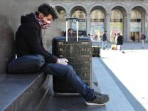 Coronavirus: Tourist mit Mundschutz in Mailand 2020