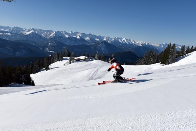 Skigebiet Brauneck Skifahrer Tölzer Hütte Lenggries
