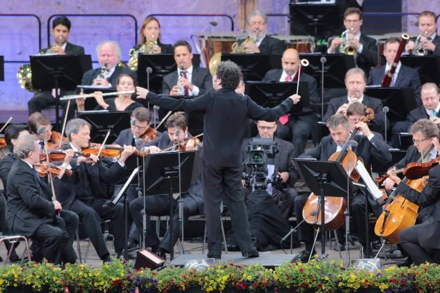 121 Berliner Philharmoniker unter Leitung von Gustavo Dudamel Dirigent dirigiert live in der Waldb