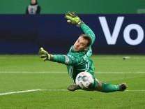 03.03.2020, xjhx, Fussball DFB Pokal 1/4 Finale, FC Schalke 04 - FC Bayern Muenchen emspor, v.l. Manuel Neuer (FC Bayer