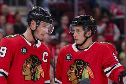 October 23 2018 Chicago IL USA The Chicago Blackhawks Jonathan Toews 19 talks with teammate; Eishockey