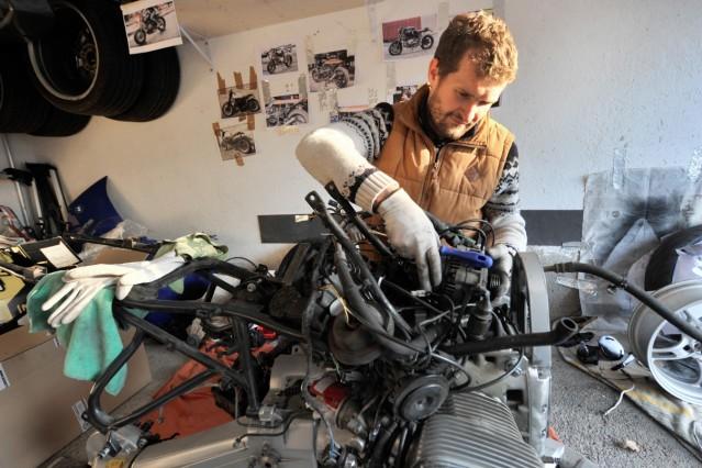 Schondorf: Csaba Bocskor hat ein Garagenprojekt auf Grund von Coronakrise und Homeoffice
