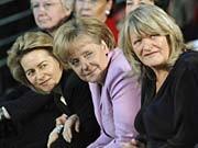 90 Jahre Frauenwahlrecht Angela Merkel Alice Schwarzer Ursula von der Leyen ddp