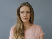 Portrait of young woman wearing pink t shirt model released Symbolfoto property released PUBLICATION