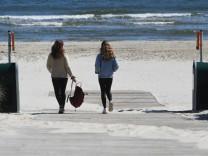 Corona: Urlauber auf Usedom während der Corona-Krise