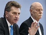 Günther Oettinger und Peter Struck; AP