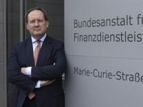 Deutschland, Frankfurt, 12.05.2015 Felix Hufeld, Praesident der BaFin, vor der Jahres-Pressekonferenz. Germany, Frankfu