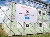 Flüchtlingsunterkünfte: Wenn das Virus eingezäunt wird