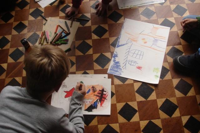 KinderKunst_Museum: Zeichnung vor dem Original, Historische Räume Museum Villa Stuck © Franziska Wolff