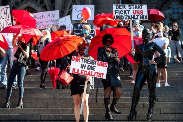 Sexarbeiterinnen demonstrieren gegen Corona-Arbeitsverbot