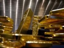 Goldbarren im Tresorraum des Goldhändlers Pro Aurum in München, 2020