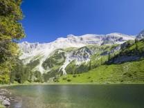 Der Obere Soiernsee, dahinter die Soiernspitze.