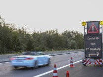 Rosenheim, A93, 27.08.2020, Corona, Covid-19, Rueckreise aus Risikogebieten, Quarantaene Bild: Auf der Bundesautobahn 9