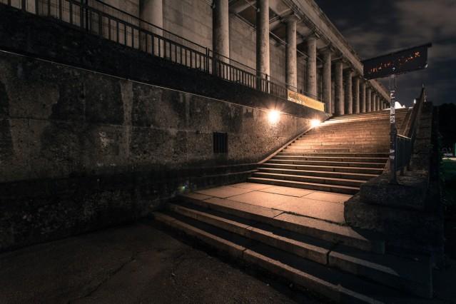 Am Anfang war die Idee, menschenleere Plätze wie Marienplatz & Co, die durch den Lockdown entstanden sind, festzuhalten. Aber schon am nächsten Tag waren die sozialen Medien voll von solchen Bildern. Also, die waren schon gemacht - aber irgendwas musste e