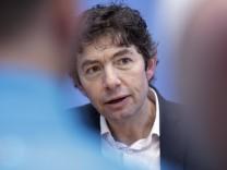 Virologe Dr. Christian Drosten bei einer Pressekonferenz in Berlin