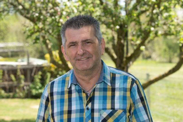 HOHENKAMMER bei Allershausen - Bürgermeister Kandidat / Bewerber Alfred Kopp in seinem Garten