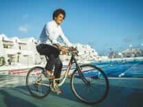 Juan Carlos, Direktor des Sport-Hotels Sands Beach auf Lanzarote, zum Interview von Lara Voelter