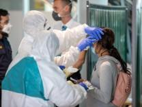 Coronavirus - Erste Erntehelfer aus Rumänien in Bayern gelandet