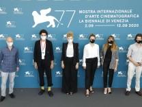 Gast, Noah Saavedra, Luisa-Celine Gaffron, Julia von Heinz, Mala Emde und Tonio Schneider beim Photocall zum Kinofilm U