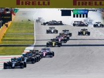 Motorsports: FIA Formula One World Championship, WM, Weltmeisterschaft 2020, Grand Prix of Tuscany, Crash at the restar