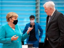 Angela Merkel und Horst Seehofer bei einer Kabinettssitzung
