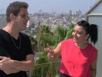 Der israelische Schriftsteller Nir Baram und die palästinensische Menschenrechtlerin Nivine Sandouka