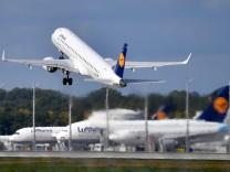 Lufthansa in Zeiten der Corona Pandemie. Wohin geht die Reise?Duestere Zeiten fuer die Luftfahrt. Archivfoto: Lufthansa