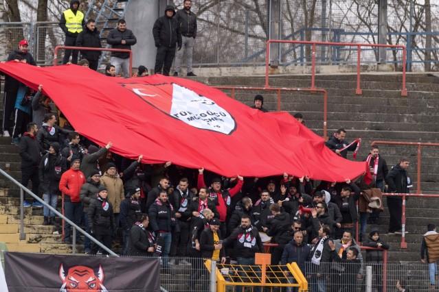 Fußball, Regionalliga Bayern, FC Augsburg II - Türkgücü München Im Bild Fans von Türkgücü München. Augsburg Rosenaustad