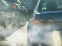 Verpasste CO₂-Ziele: Daimler und VW drohen Milliardenstrafen