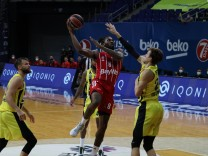 Danilo Barthel of Fenerbahce and Jalen Reynolds of Bayern Munich during the Turkish Airline Euroleague basketball match
