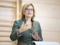Julia Kloeckner, Bundesministerin fuer Ernaehrung und Landwirtschaft, aufgenommen waehrend ihres Besuches in Oberfranke