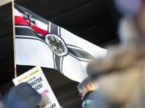 Koeln Reichskriegsflagge bei der Pegida Demo Pegida schuetzt in Koeln am 09.01.2016 Copyright: Schülerx/xEibner-Pressef