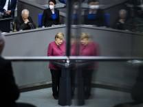 Angela Merkel, Bundeskanzlerin, aufgenommen im Rahmen einer Regierungserklaerung zur Politik der Bundesregierung in der