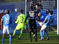 Tobias FLECKSTEIN (DU,3.v.re) schiesst das Tor zum 0-1 , Strafraumszene , Aktion. Fussball 3.Liga,Liga3, TSV 1860 Muench; 1860 - Duisburg