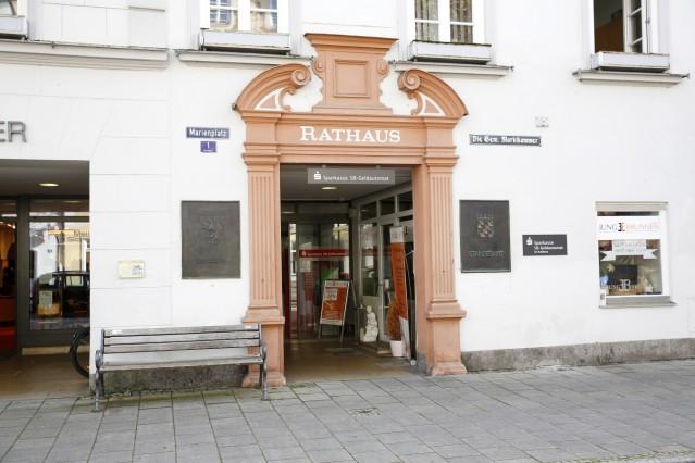 Rathaus Wolfratshausen Neorenaissance Architektur Marienplatz Altstadt Eingang
