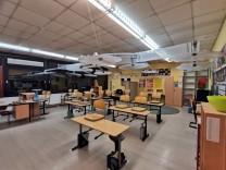 Schule und Corona: Ein Rohr, ein Ventilator, ein Regenschirm