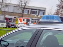 Karlsruhe: Siebtklässler bei Messerstecherei an Realschule schwer verletzt