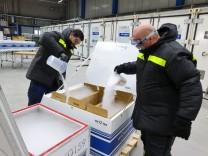 Pandemie: Eiskalte Verpackung für den Impfstoff