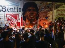Tod von Diego Maradona: Trauer um einen, der unsterblich war, bevor er gestorben ist